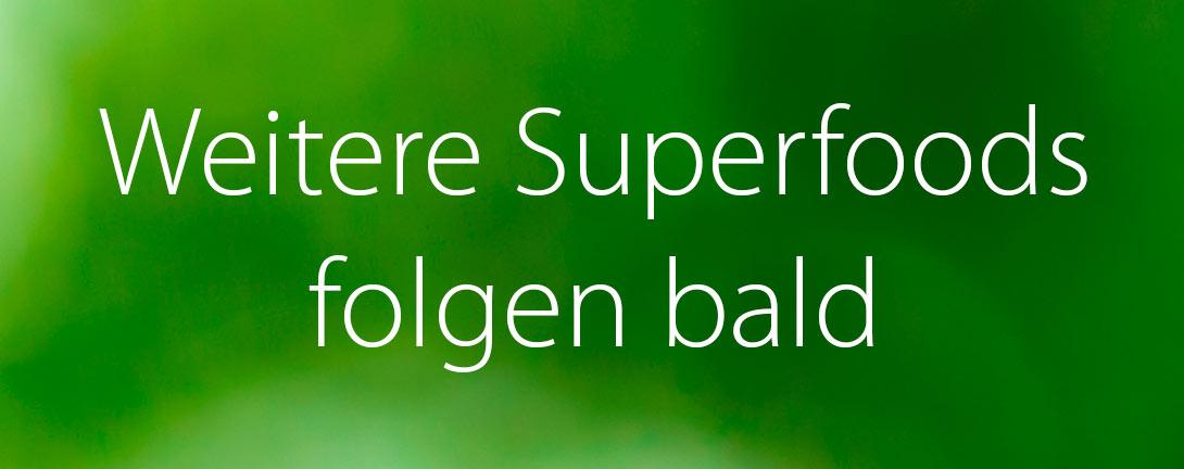Weitere Superfoods folgen bald mit weisser Farbe geschrieben auf grünem Hintergrund.