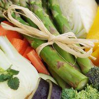Gemüsepfanne mit Spargeln, Karotten, Fenchel, Peperoni und Brokkoli.