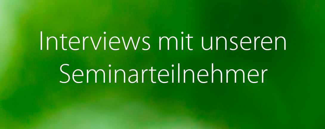 Interviews mit unseren Seminarteilnehmer mit weisser Farbe geschrieben auf grünem Hintergrund.